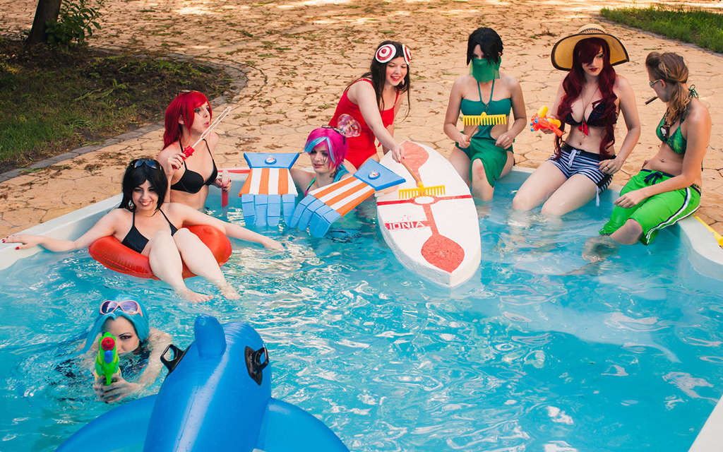 Photoshoot: League of Legends Pool Party