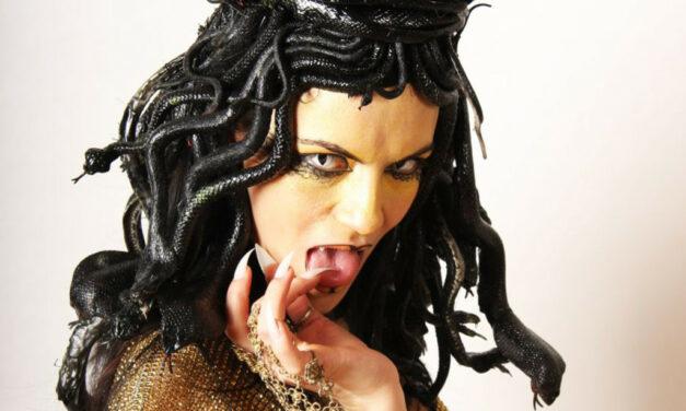 Photoshoot: Medusa Thurman (Original – Tüncörgő)
