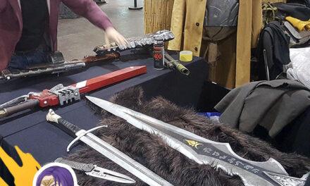 Fegyversimogató a Tulok Arms fegyvereivel az őszi Cosplay Partyn