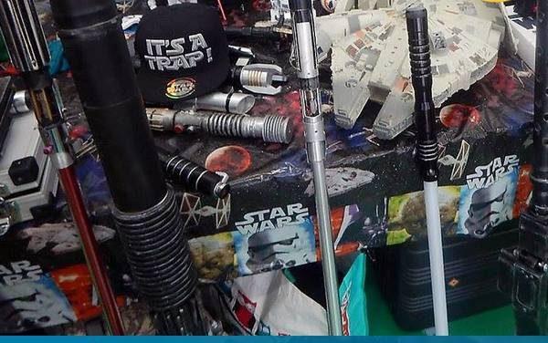 Fénykard simogatás a The Force Alliance asztalánál, az Xbox One Playit Show Budapesten, a Cosplay Faluban!