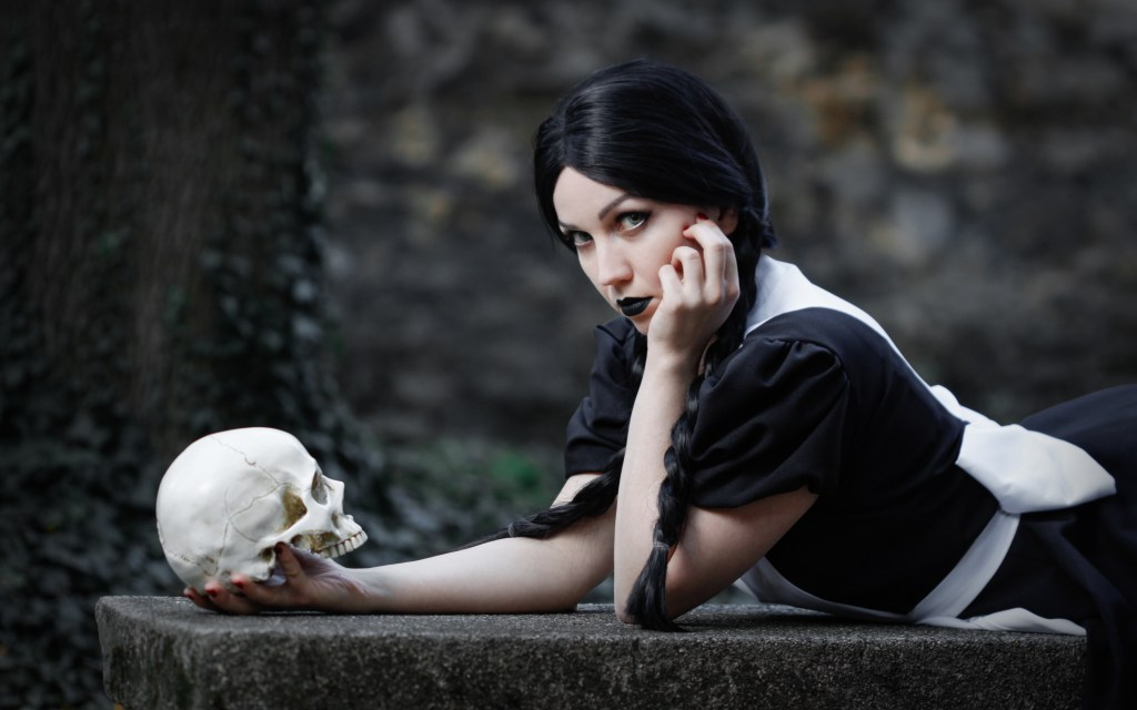 Photoshoot: Wednesday Addams x Alice Liddell crossover (Addams Family és American McGee's Alice – Ms.Terious Cosplay)
